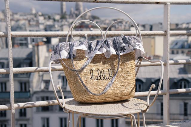 customiser un panier en paille pour faire un sac de plage chez. Black Bedroom Furniture Sets. Home Design Ideas